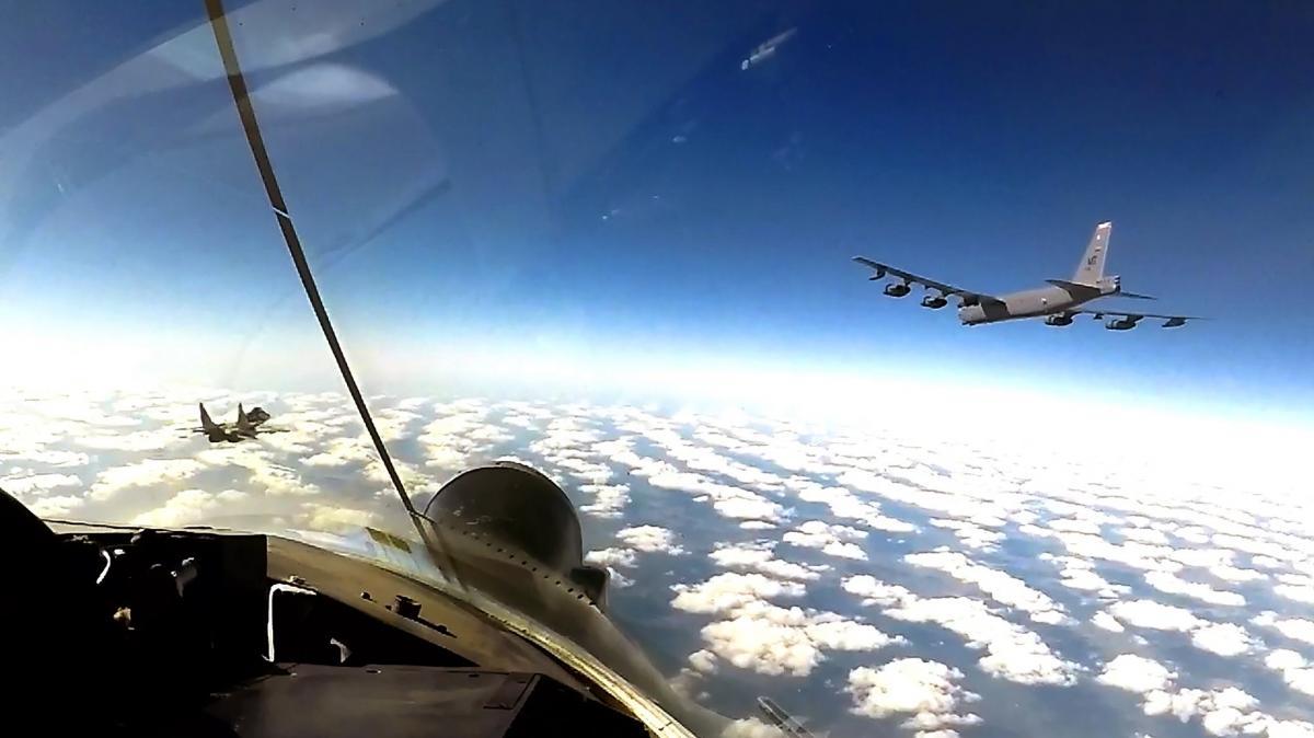 Бомбардировщики США в небе над Украиной / фото facebook.com/kpszsu