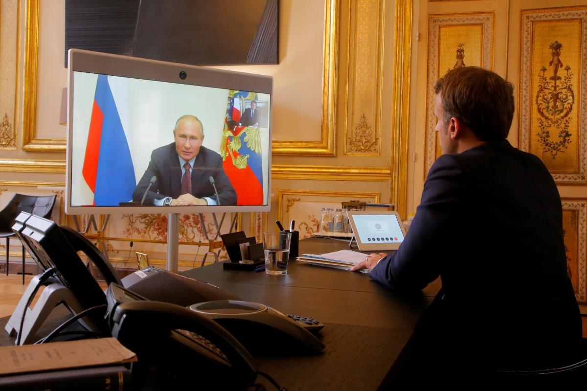 France's Macron in phone talk presses Putin over Ukraine / REUTERS