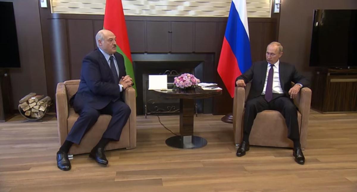 Екс-чиновник вважає, що Лукашенко готовий це зробити тільки для своєї вигоди / скріншот з відео