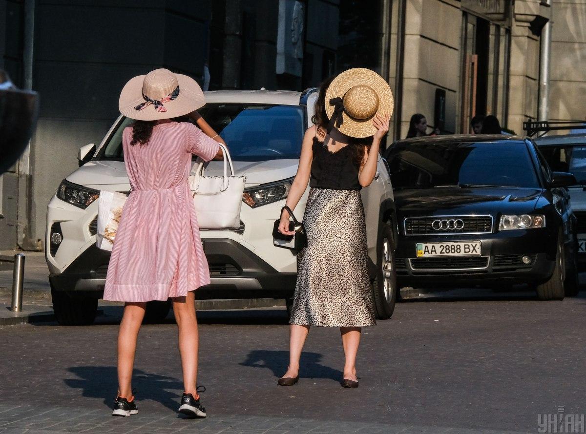 Образ стоит дополнять шляпами/ фото УНИАН