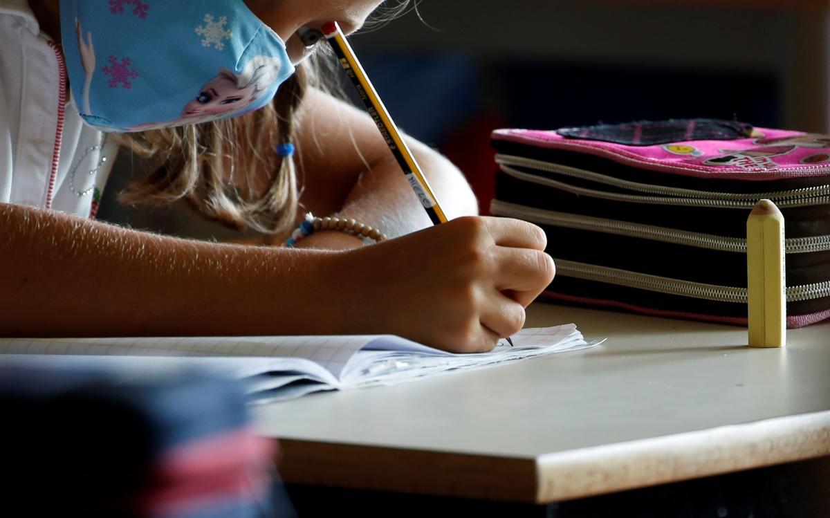 Школы и детские сады могут закрыться в ноябре / фото REUTERS