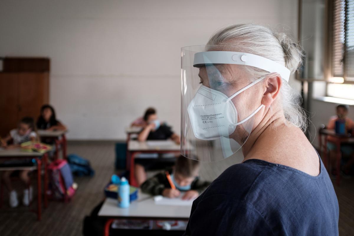 В понедельник, 5 апреля,ученики младшей школы вернутся к обычным занятиям в классах / фото REUTERS