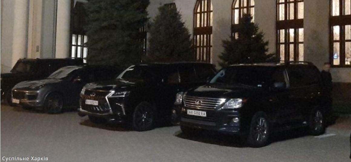 Kernes' cars with '0202' number plates were spotted at the airport / Photo from Suspilne.Media Kharkiv
