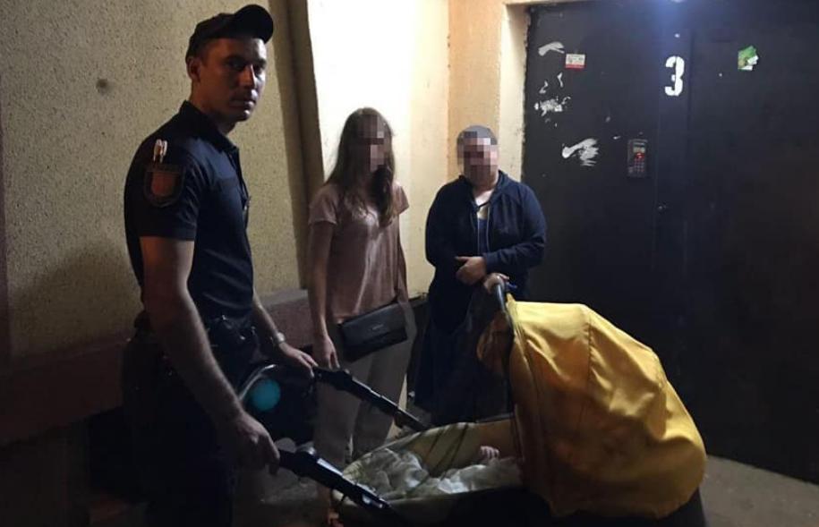 В Одессе нетрезвая женщина гуляла с младенцем / фото facebook.com/odesapolice