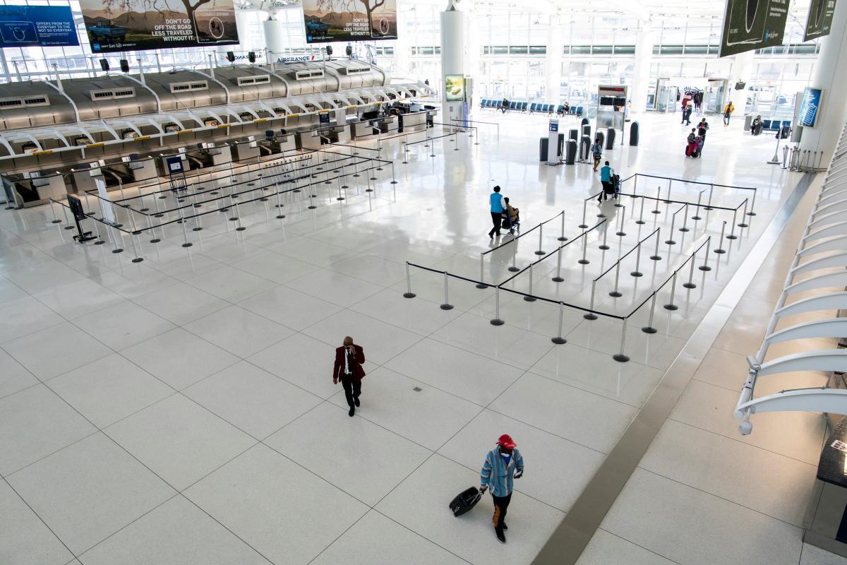 Закрывать аэропорты в случае локдауна не планируется / фото REUTERS