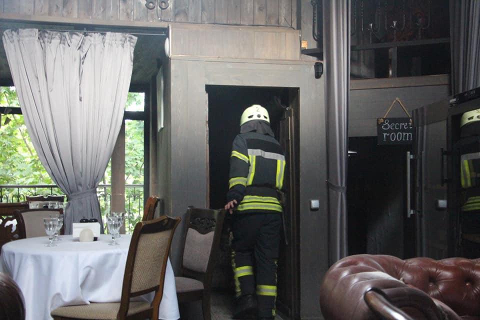 По предварительным данным, на кухне ресторана взорвались газовые баллончики / фото ГСЧС