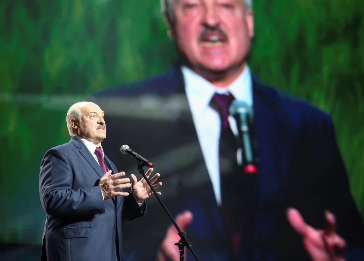 Александр Лукашенкопообещал драться за свою страну/ фото REUTERS