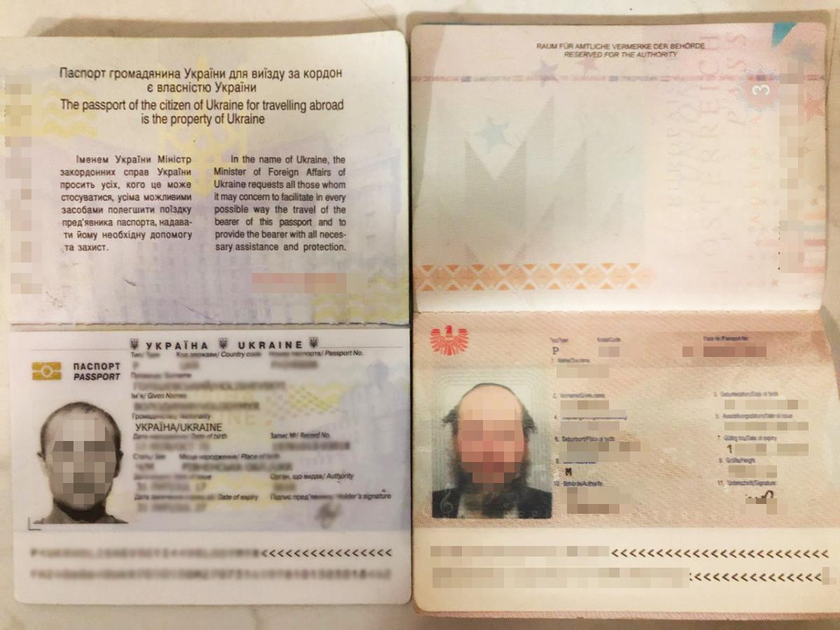Свой настоящий паспорт паломник спрятал в обувь / фото Государственная пограничная служба Украины