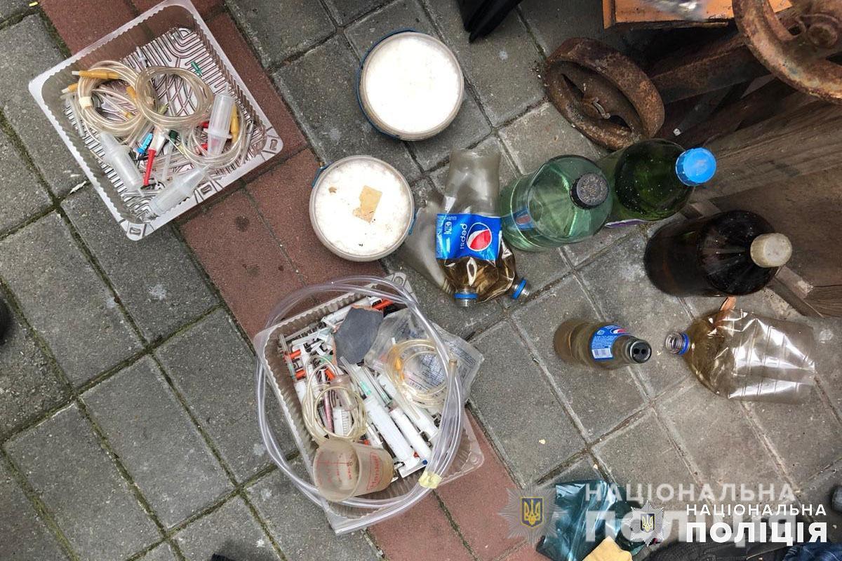 Наркотики сбывали путем закладок, преимущественно оптовыми партиями/ фото полиция