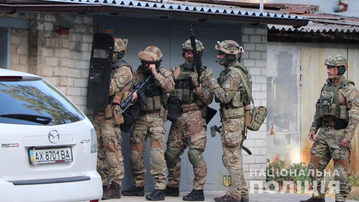 Мужчина закрылся в гараже и совершил самоубийство / Фото Нацполиция Украины