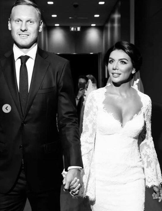 Для Анны Седоковой это третий брак \ instagram.com/weddingbymercury/