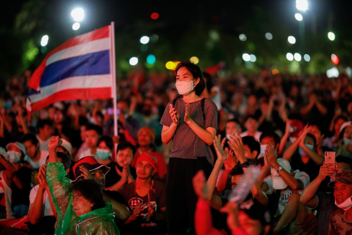 Протестующие в Бангкоке требуют отставки премьер-министра Таиланда /REUTERS