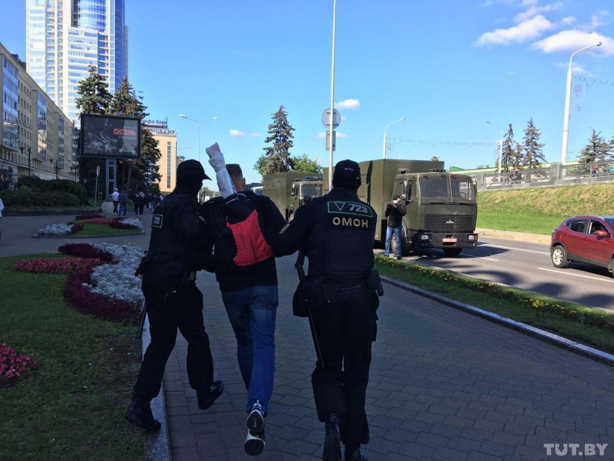 Силовики в Беларуси задерживают участников Марша справедливости / фото TUT.by