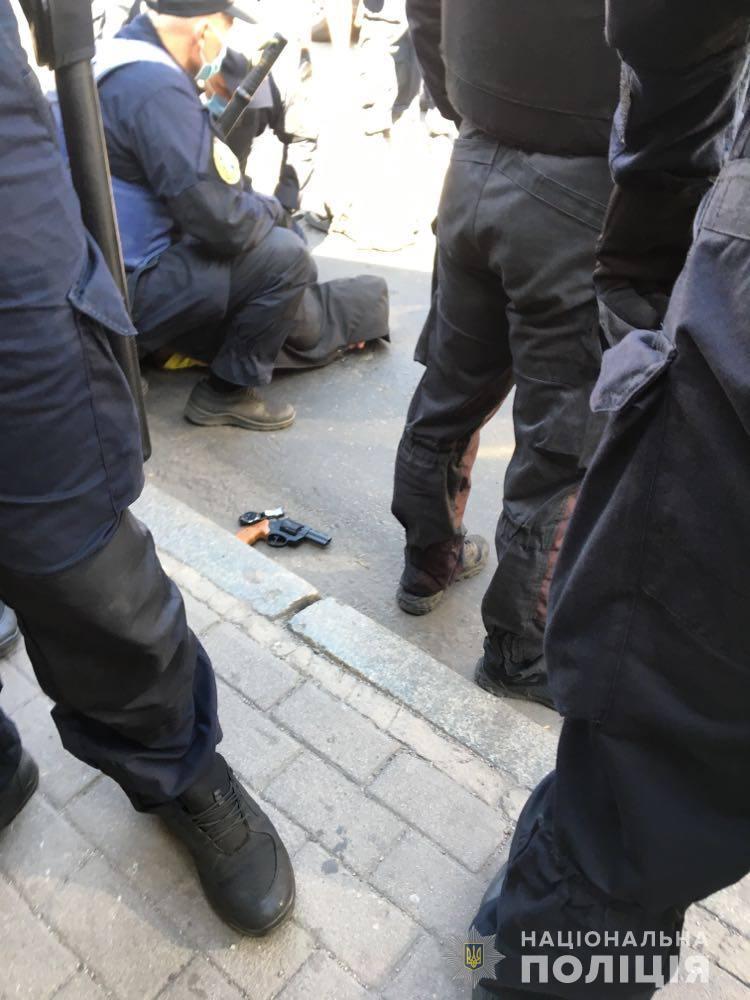 """В одного з нападників вилучили револьвер """"Флобер"""" / фото zp.npu.gov.ua"""