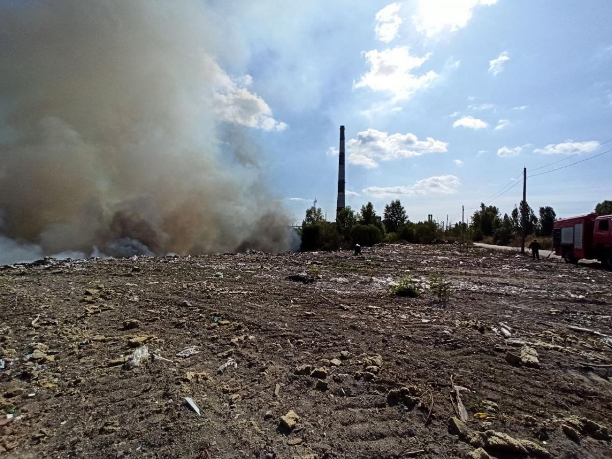 В Дарницком районе горит свалка / фото ГСЧС