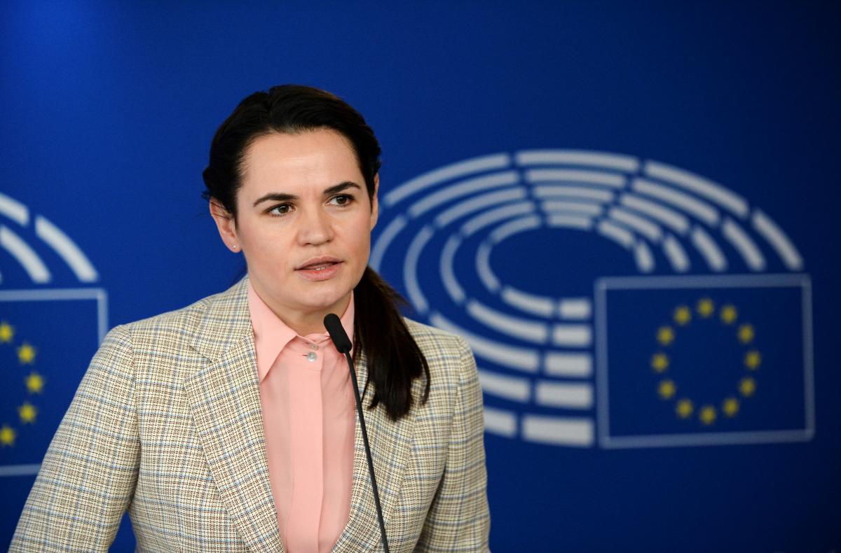 """Макрон назвал Тихановскую """"очень смелой"""" / фото REUTERS"""
