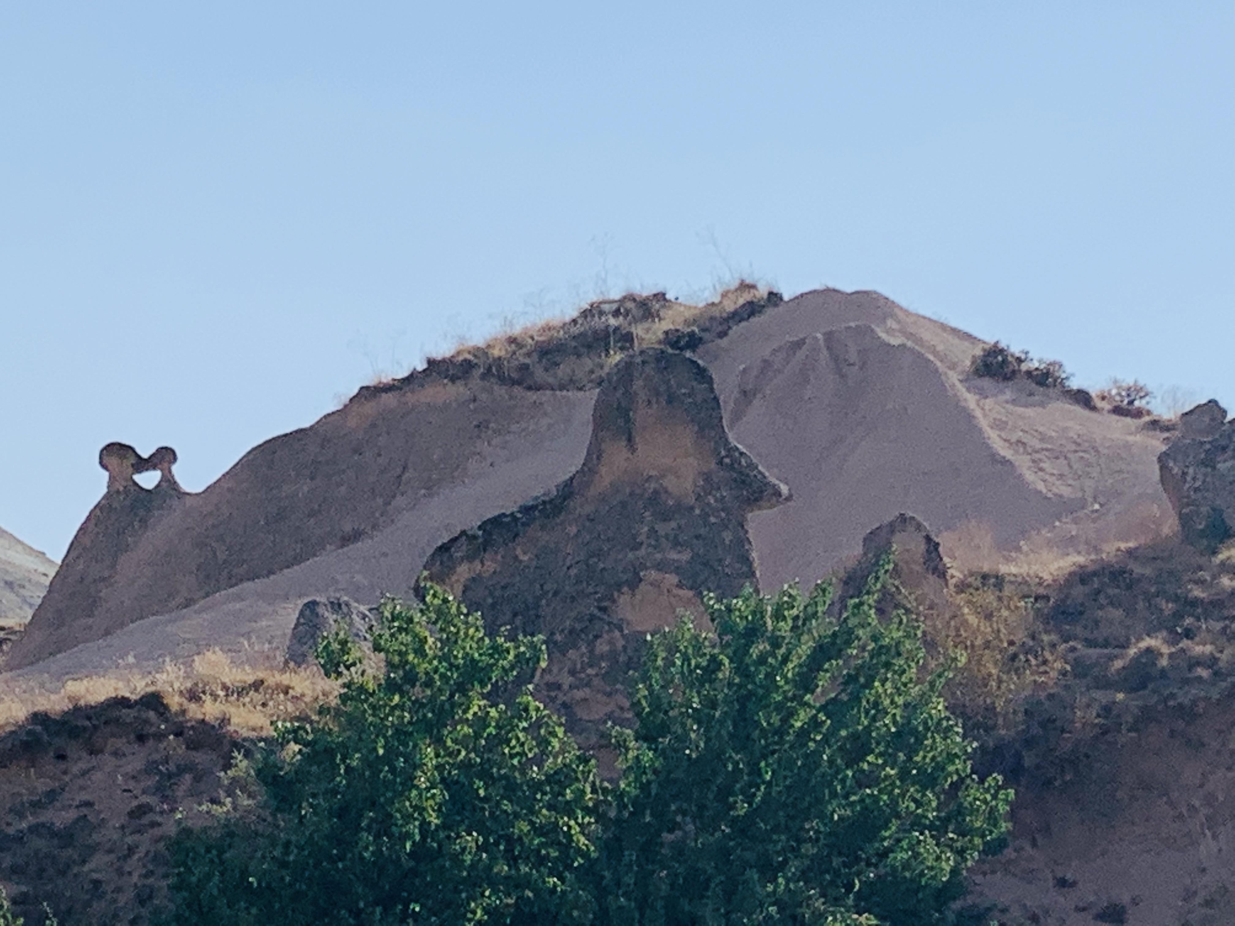 Кто-то видит в этой скале Наполеона Бонапарта в треуголке / фото автора