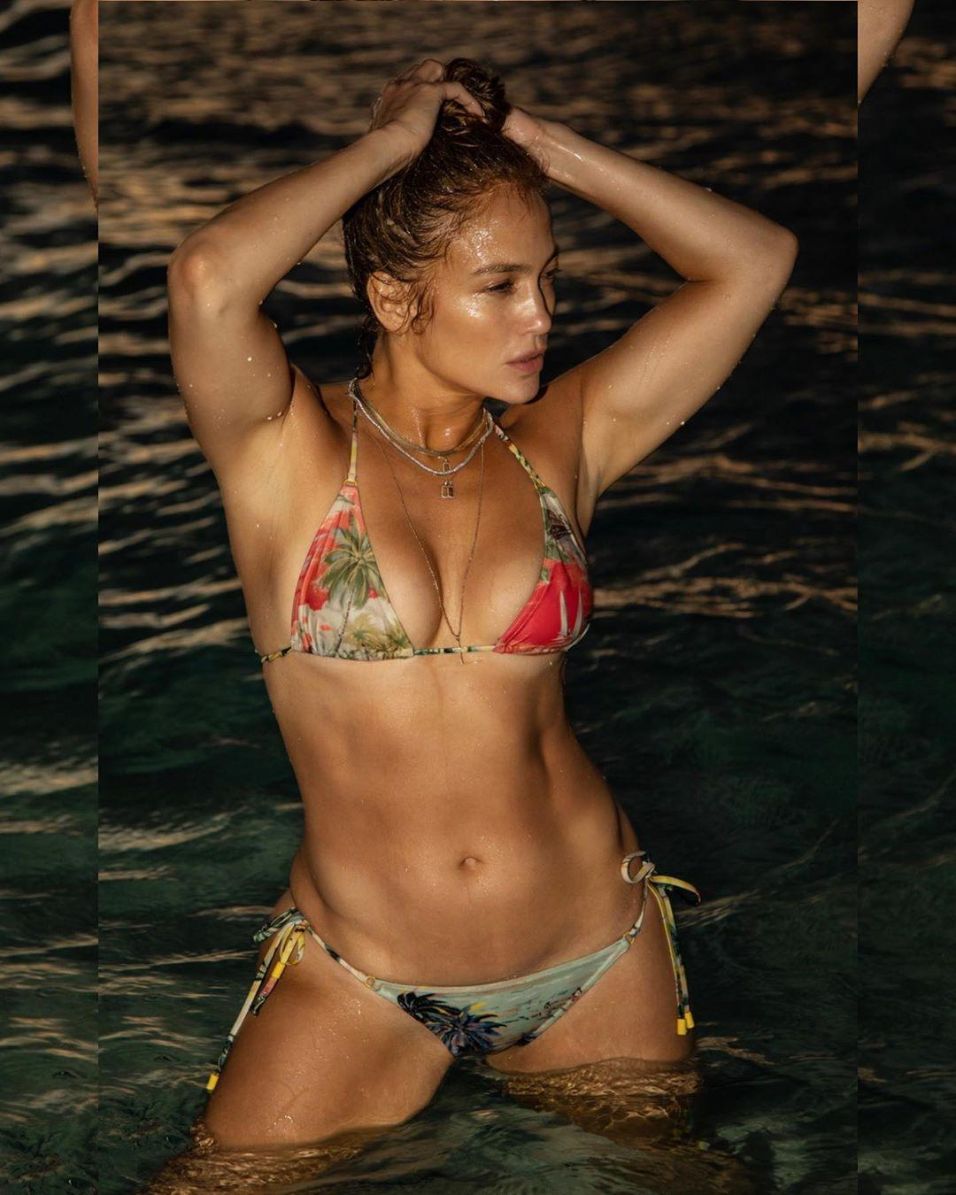 Дженнифер Лопес снялась в бикини / фото instagram.com/jlo
