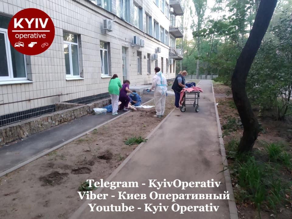 """Два самоубийства произошли за двое суток/ фото """"Киев оперативный"""""""