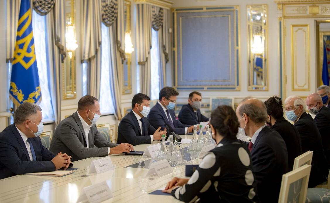 Зеленський і Боррель - ЄС висловлюється за створення переговорного майданчика щодо Криму / president.gov.ua
