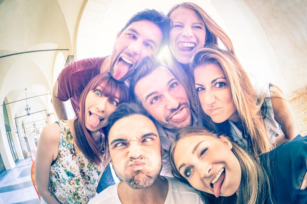 Львы в дружбе предпочитают веселых и активных людей / фото ua.depositphotos.com