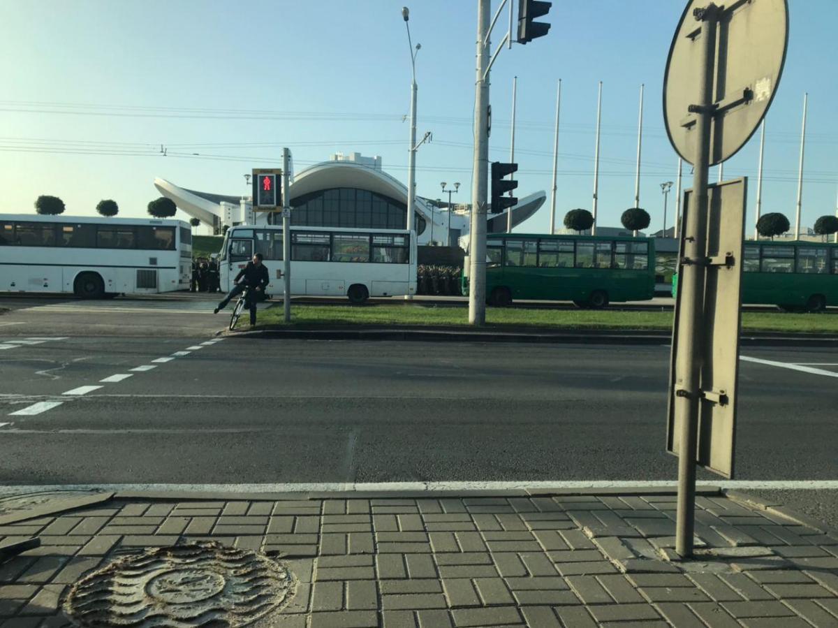 В центр города стянули силовиков / Телеграм-канал motolkohelp