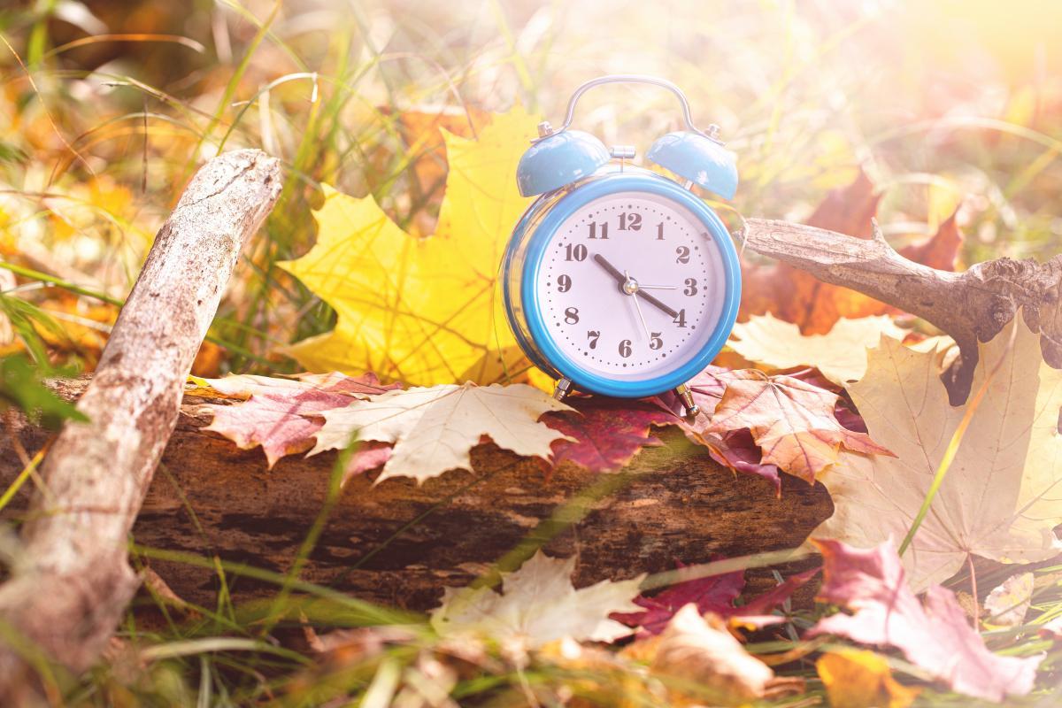 Переведення годинниківв Україні на зимовий час 2020 - дата / фото ua.depositphotos.com