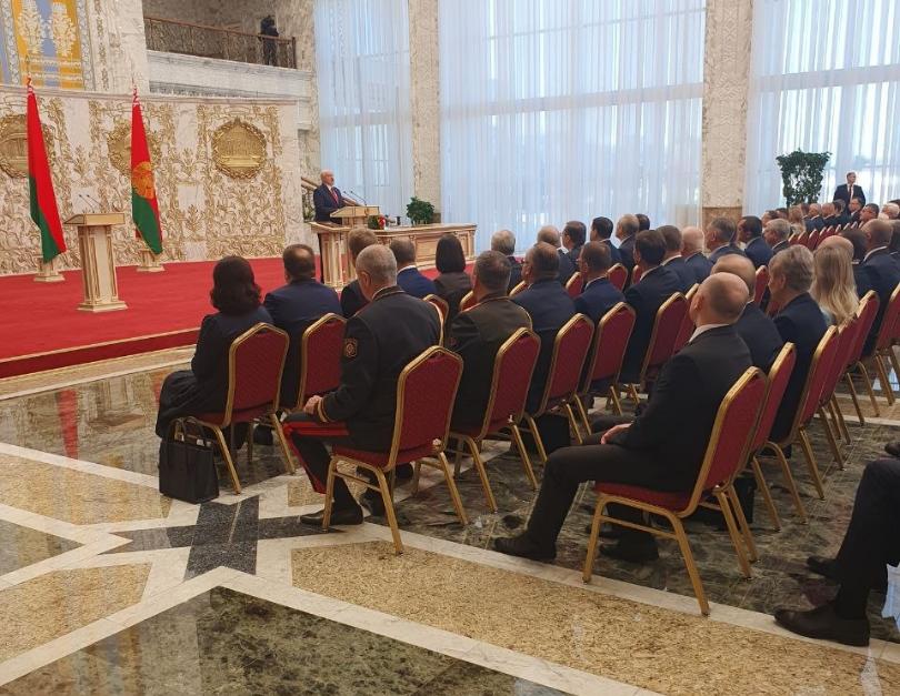 Церемония инаугурации в эти минуты проходит во Дворце Независимости / фото Пул первого