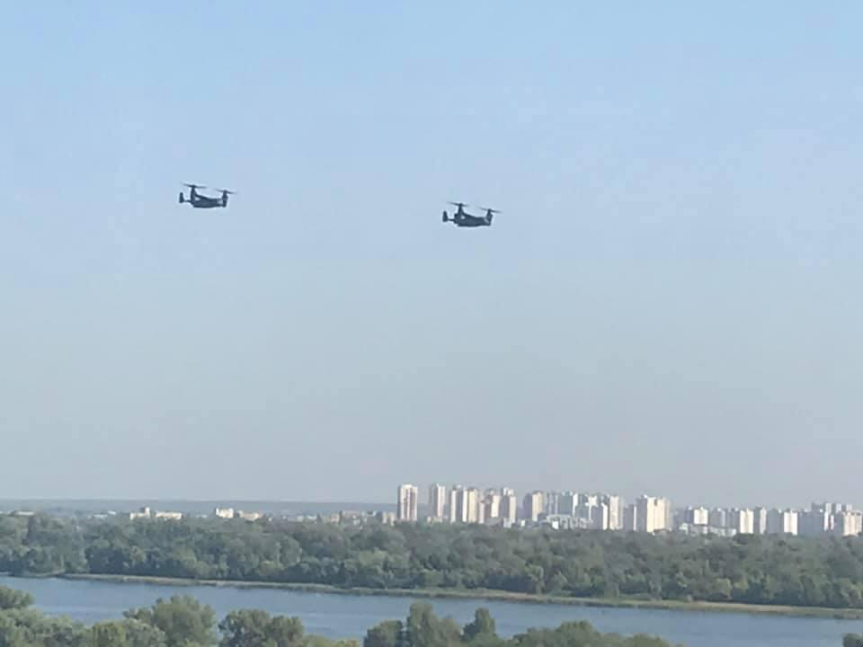 Американские самолеты пролетели над Киевом / фото Facebook Елена Селинкова