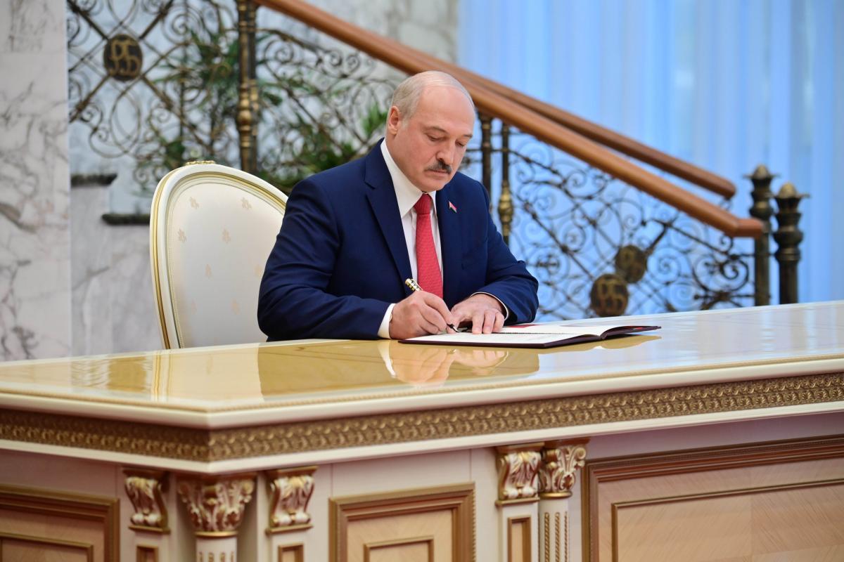 """Глава МЗС Білорусі вважає """"неприйнятним"""" підтримку Україною санкцій ЄС проти режиму Лукашенка / REUTERS"""