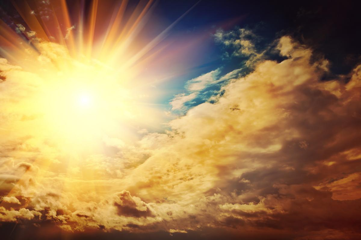 Пишите планы на год и проговаривайте свои желания, обращаясь к Солнцу / фото ua.depositphotos.com