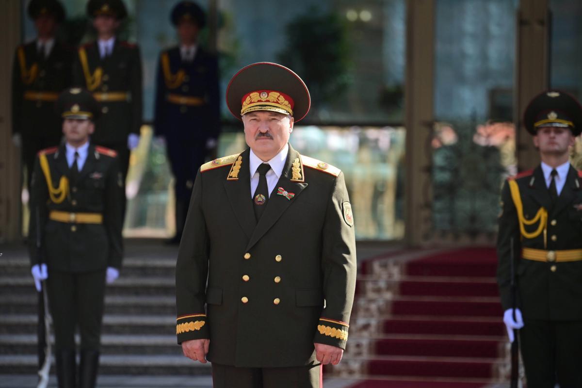 """Лукашенко задумався про створення запасної """"фаланги"""" силовиків / фото REUTERS"""