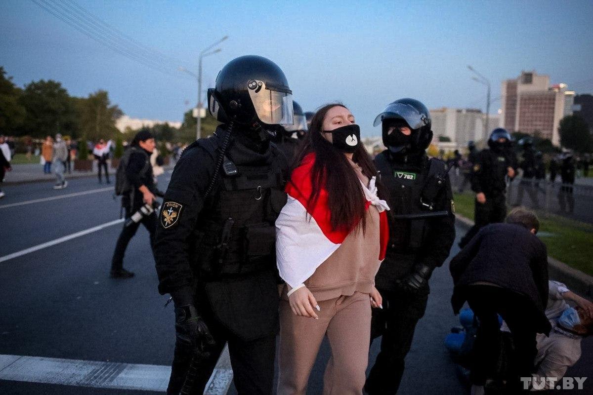 Среди арестованных - 18 женщин и 94 мужчины / фото TUT.BY