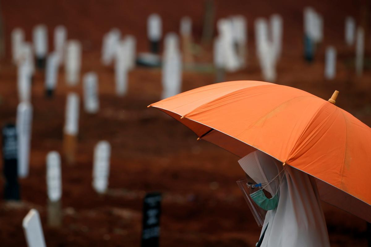 До початку вакцинації від коронавірусу у світі можуть померти 2 мільйони людей / фото REUTERS