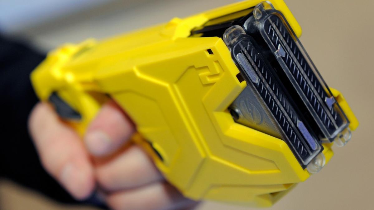 Українські поліцейські будуть використовувати електрошокери / фото err.ee