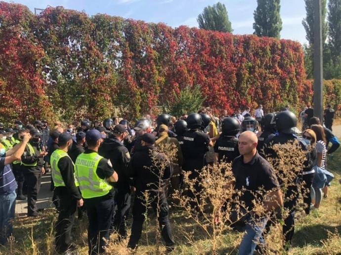 Правоохранители применили силу в отношении студентов и работников / фото Facebook Олимпийский колледж имени Ивана Поддубного