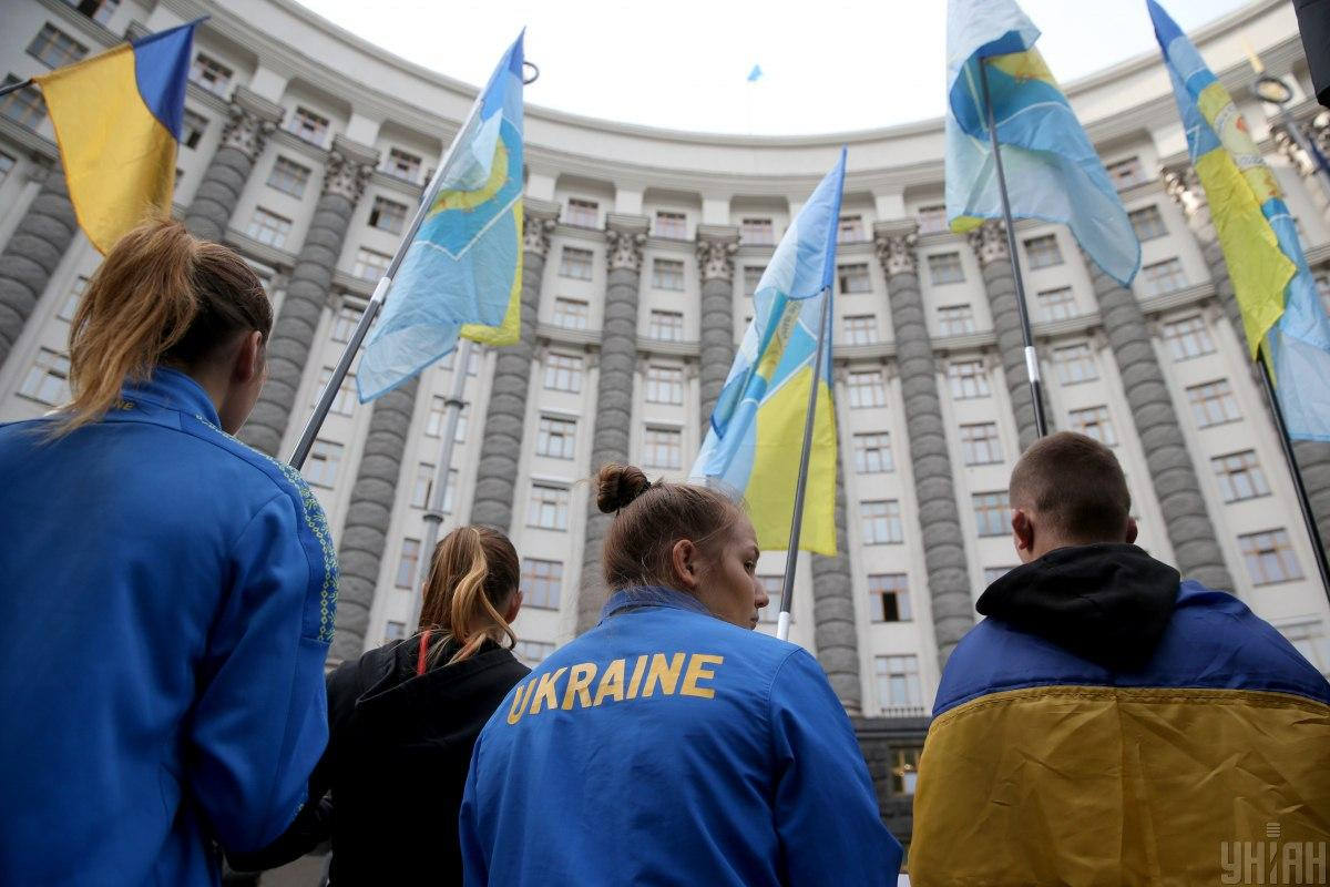 Студенты требуют отпустить задержанного полицией студента этого колледжа Егора Батарона/ фото УНИАН, Вячеслав Ратынский