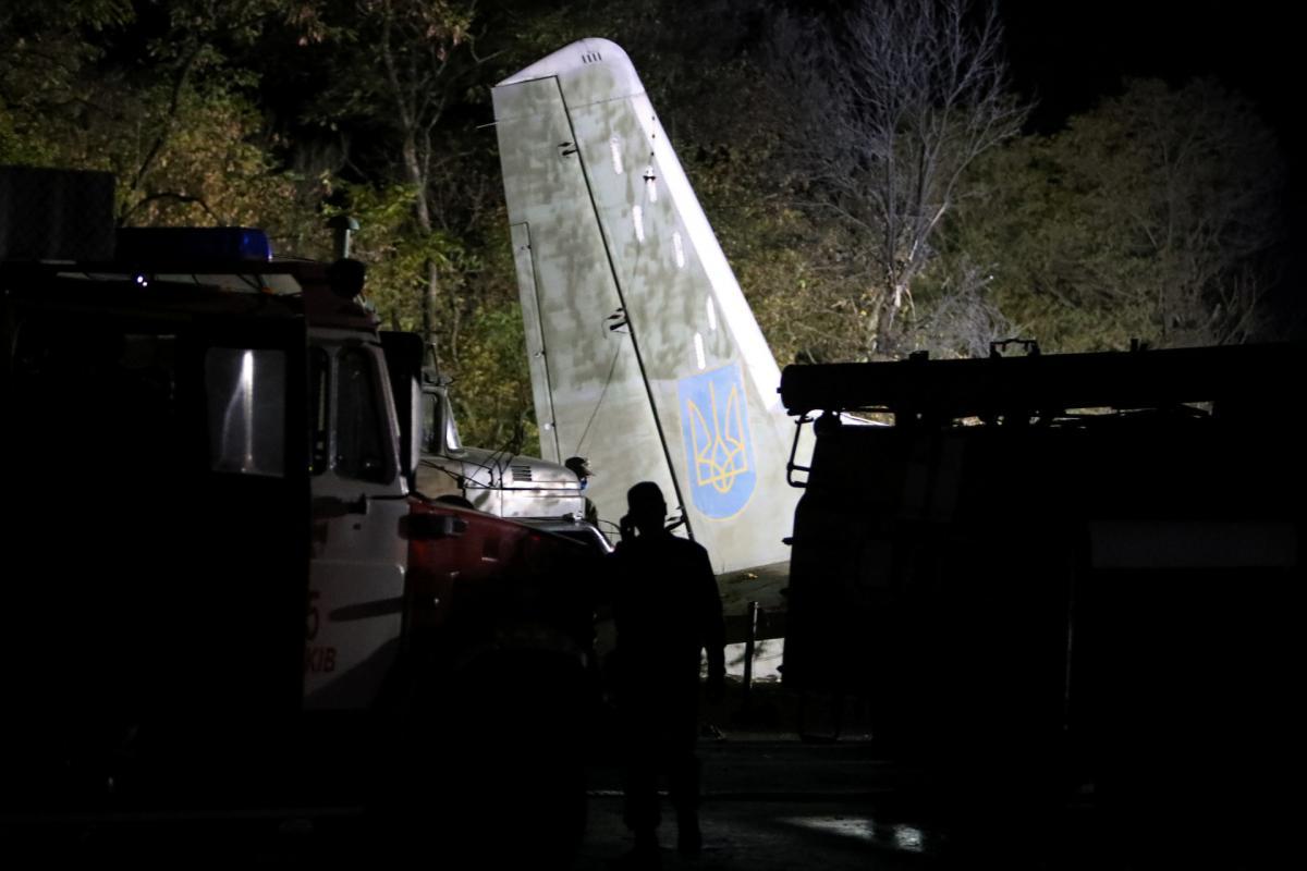 Місце катастрофи літака Ан-26 біля Чугуєва на Харківщині / фото REUTERS