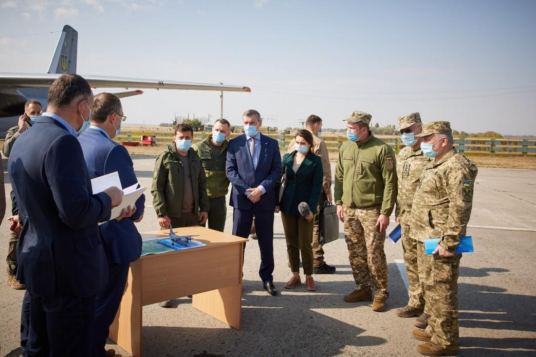 Зеленский требует предоставить информацию о техническом состоянии всей военной техники / фото president.gov.ua