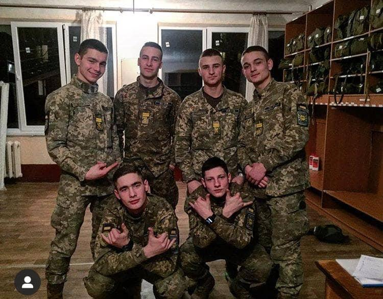 Курсанты, находившиеся на Ан-26 / фото facebook.com/anton.gerashchenko.7