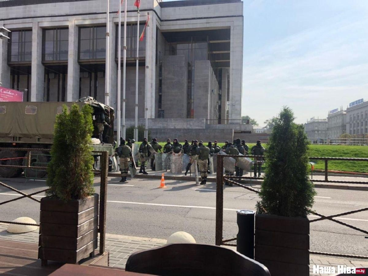 В Минск стягивают силовиков / фото Наша Ніва