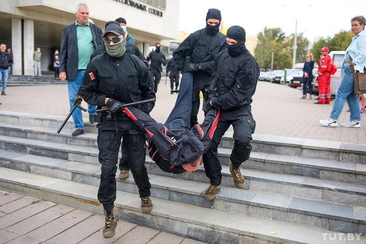 У Мінську почалися затримання / фото TUT.BY