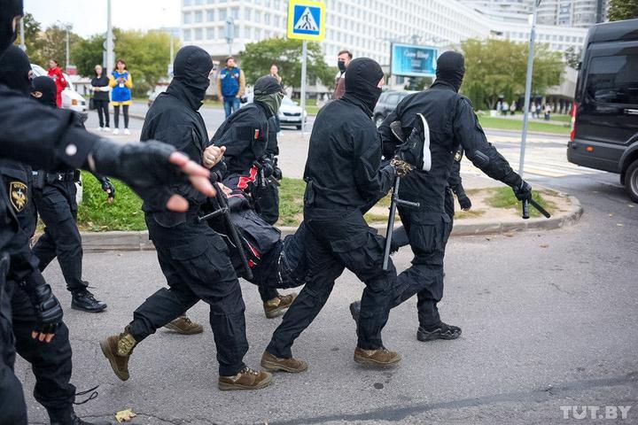 Деяких білорусів вже відпустили / фото TUT.BY