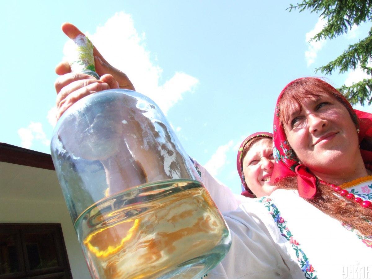Нардепы хотят отменить штрафы за самогон / фото УНИАН, Сергей Зарайский