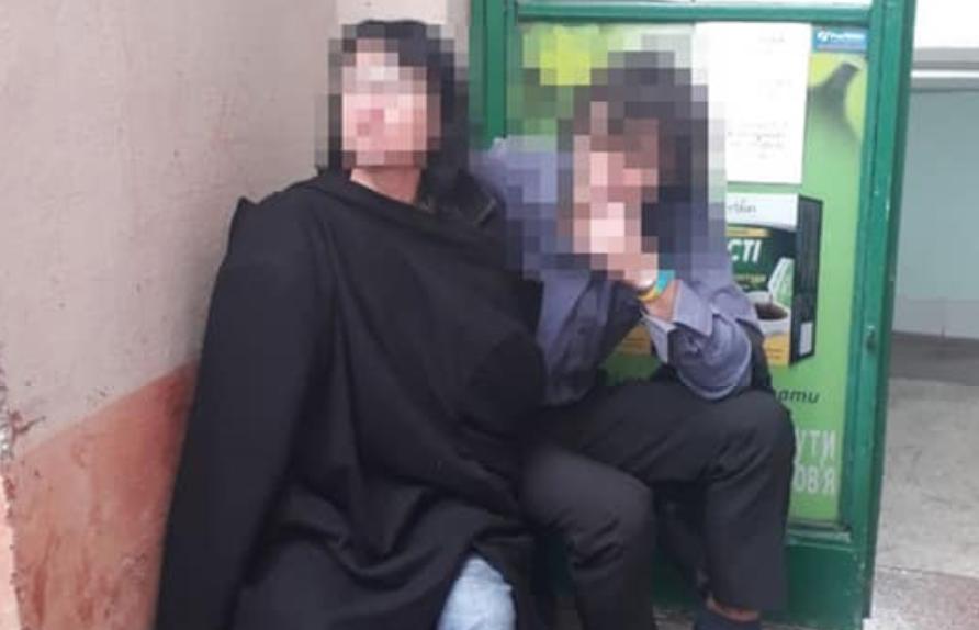Женщина забаррикадировалась в аптеке / фото facebook.com/lvivpolice