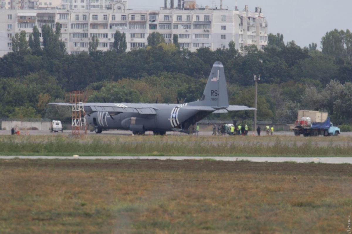 В Одессе экстренно сел бортВВС США / фото dumskaya.net