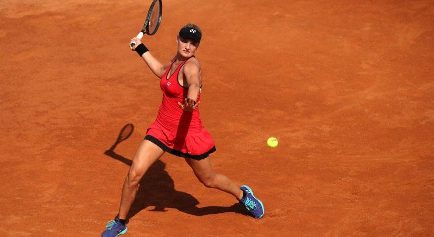 Шпагат на двох столах: українська тенісистка похвалилася своєю розтяжкою (відео)