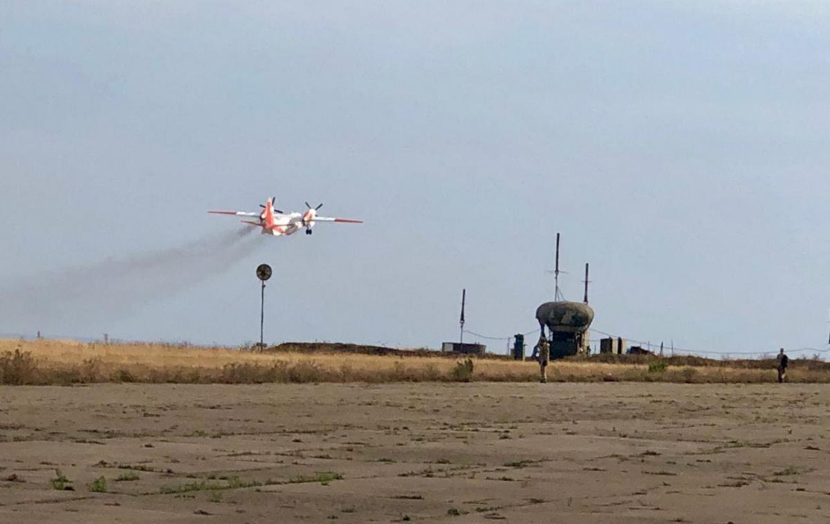 К тушению пожаров привлечена пожарная авиация ГСЧС / фото mvs.gov.ua