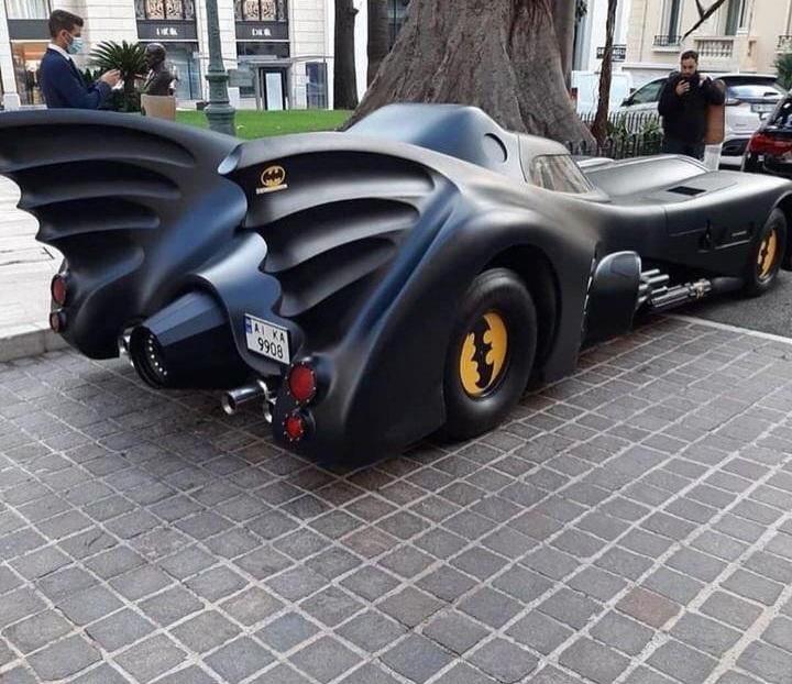 Автомобиль Бэтмена вызвал интерес у монегасков / фото ТопЖыр