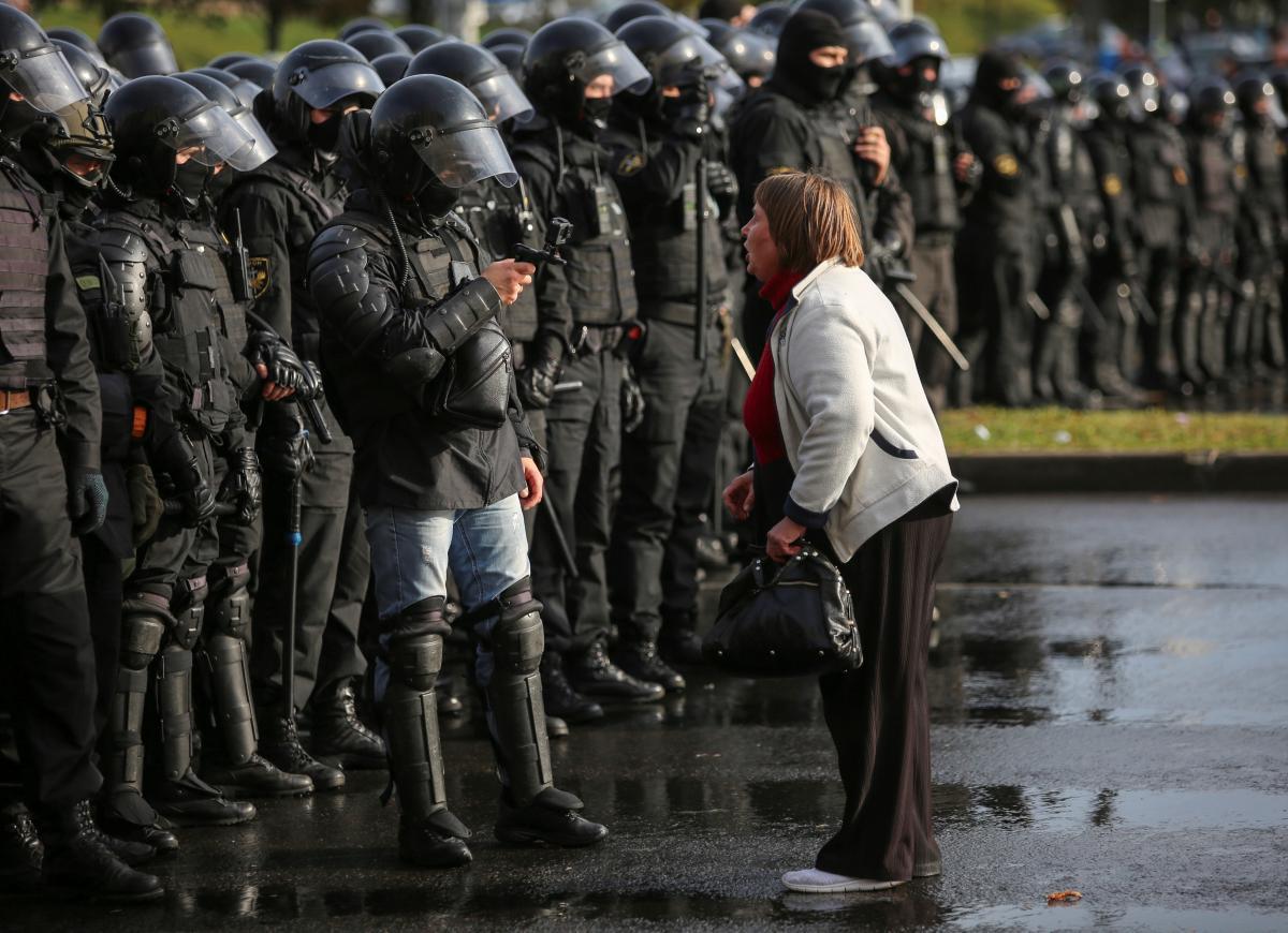 В Минске продолжаются репрессии против белорусов / фото REUTERS